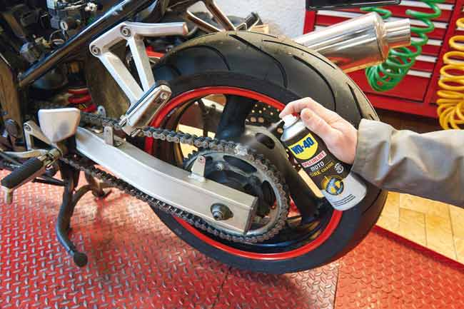 lubrificare catena moto